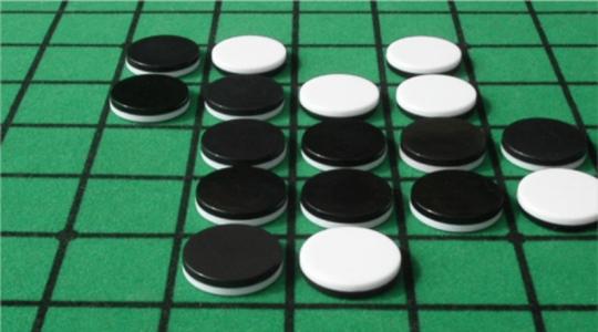 Если в борьбе сошлись черные и белые фишки - это не обязательно шашки.