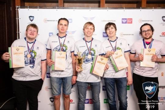 На фото чемпионы России по Дота 2 в 2019 году